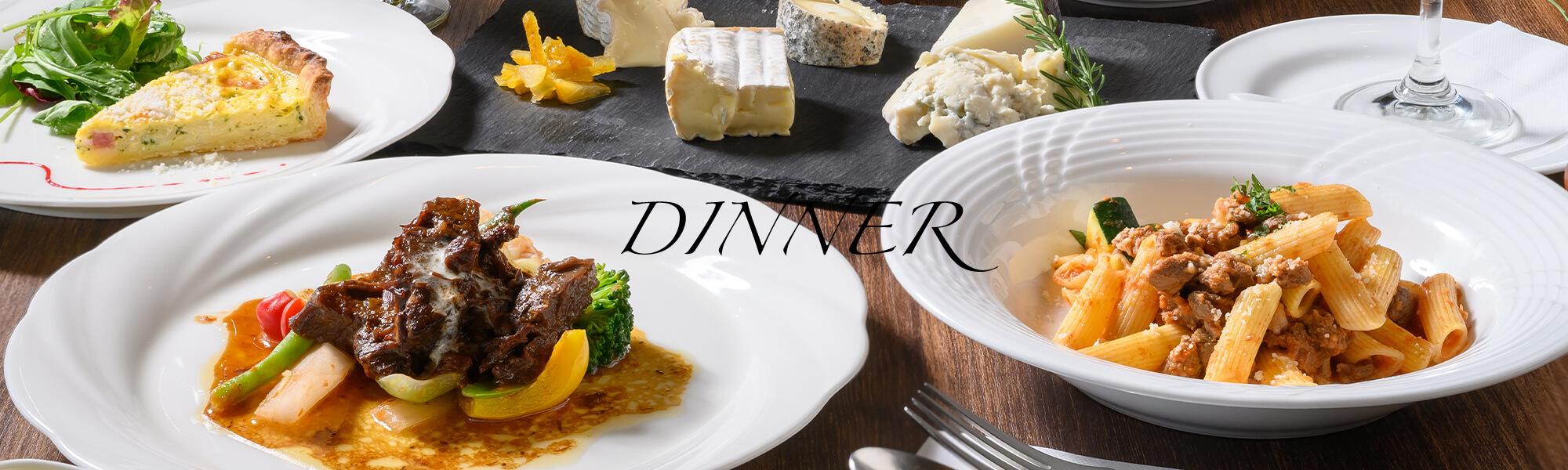 ディナーのためのイタリア料理が並んだ画像